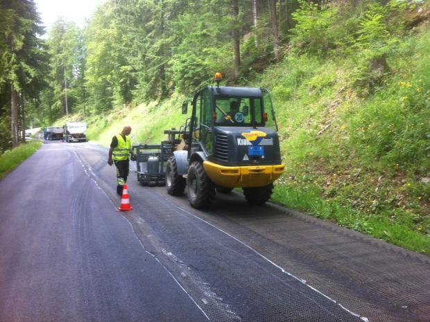 Udlægningen af asfaltforstærkningen S&P Glasphalt G