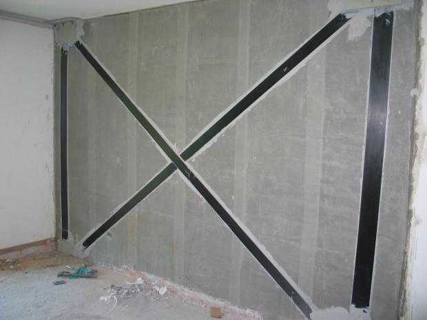 Færdig forstærket murværksvæg inden pudsarbejdet