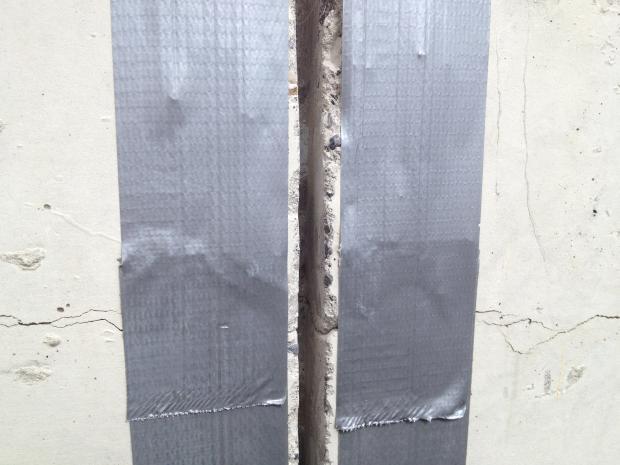 Indtegning / fræsning / afklæbning af de lodrette spalter (dybde 25mm)